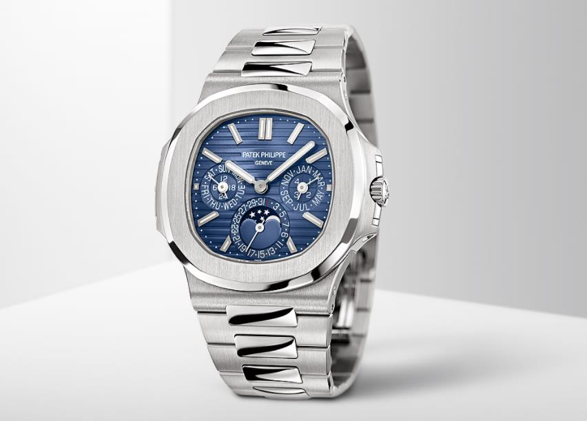 The 40 mm replica watches are designed for men.
