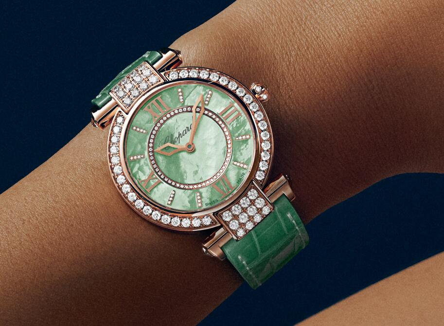 Online fake watches are decorated with showy diamonds.