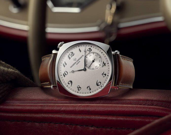 1:1 replica watches keep classic with silvery grey dials.
